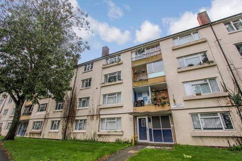 3 bedroom flat for sale - Bransbury Close, Aldermoor, Southampton, SO16
