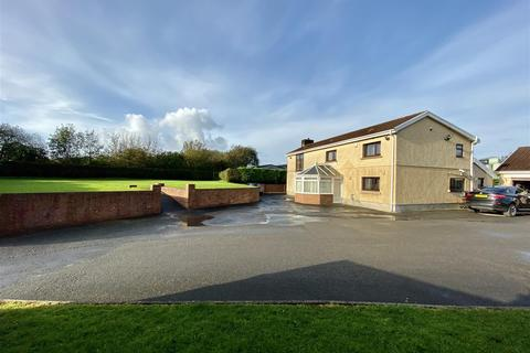 4 bedroom property with land for sale - Coopers Road, Ammanford