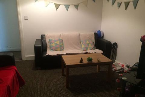 4 bedroom house to rent - 128 Oak Tree Lane, B29 6HY