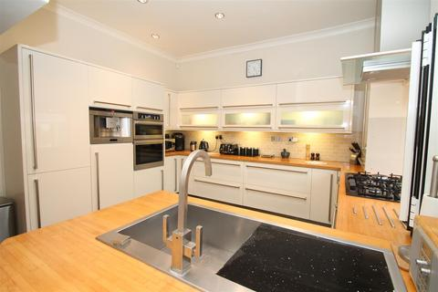 4 bedroom house for sale - Lodge Drive, London N13