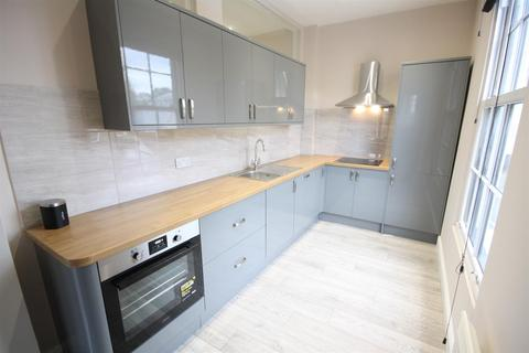 2 bedroom apartment to rent - Walton Road, East Molesey