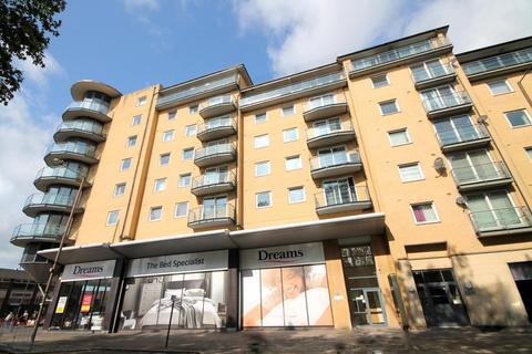 2 bedroom flat for sale - Berberis House, Highfield Road, Feltham, TW13