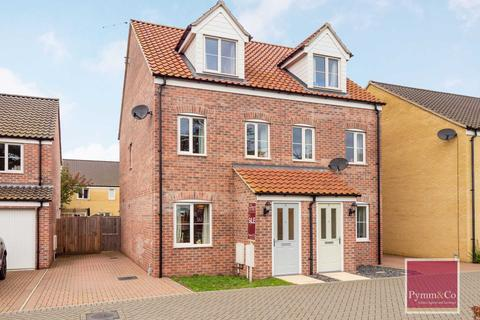 3 bedroom townhouse for sale - Centenary Close, Lingwood