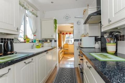 3 bedroom semi-detached house to rent - Nield Road, Hayes, UB3