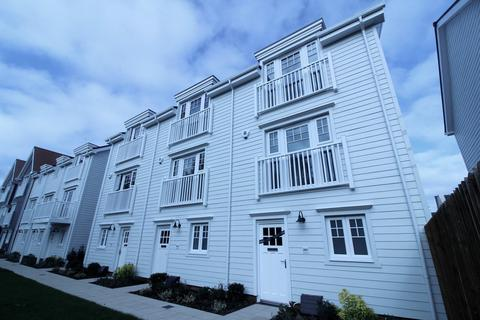4 bedroom townhouse to rent - Longwater Avenue, Reading, RG2