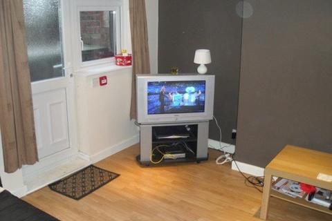 8 bedroom terraced house to rent - ESTCOURT TERRACE, Leeds, Headingley, WEST YORKSHIRE
