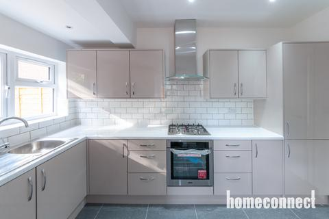 4 bedroom terraced house for sale - Staines Road, Ilford, IG1