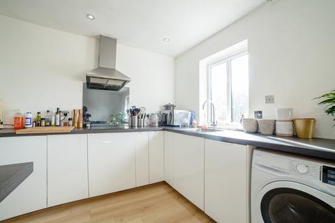 2 bedroom flat for sale - Leigh Court, Lewisham Way, London, SE4 1UY