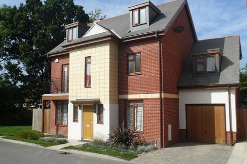 5 bedroom detached house to rent - Blagrove Crescent, Sandringham Park, Ruislip