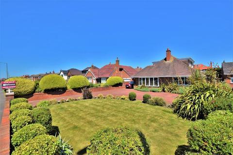 4 bedroom detached bungalow for sale - Clifton Drive North, St Annes, Lytham St Annes, Lancashire, FY8 2NW