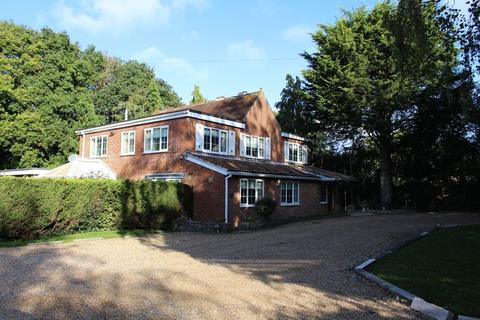 6 bedroom detached house for sale - SPACIOUS FAMILY HOME
