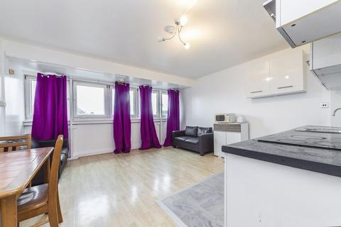 3 bedroom property to rent - Timsbury Walk, London