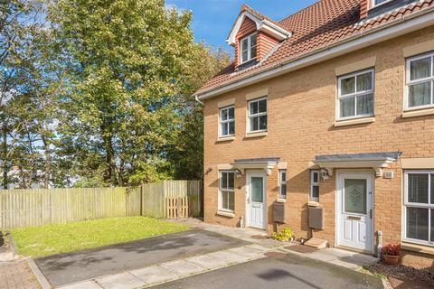 3 bedroom townhouse for sale - Rosebud Close, Swalwell, Newcastle Upon Tyne