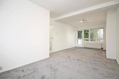 2 bedroom flat to rent - Mead Court, Kingsbury, NW9