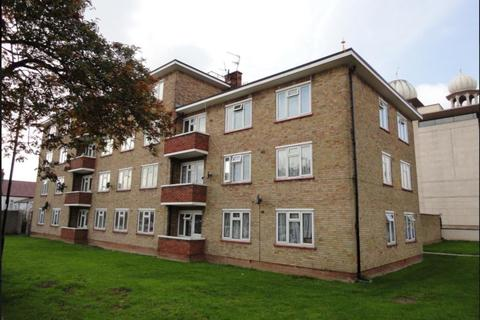 3 bedroom flat for sale - Havelock Court, Havelock Road, Southall