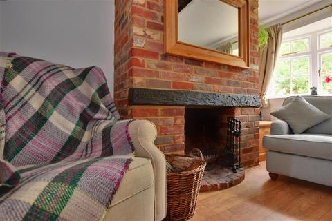 2 bedroom terraced house for sale - Dowsetts Lane, Ramsden Heath, Billericay, Essex