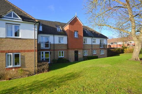 2 bedroom retirement property for sale - Lords Bridge Court, Mervyn Road, Shepperton, TW17