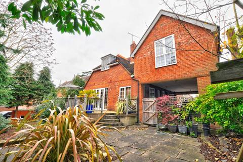 4 bedroom semi-detached house to rent - Grenfell Road, Maidenhead