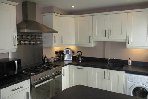 3 bedroom semi-detached house to rent - Raynford Avenue, Chilwell, NG9 5DR