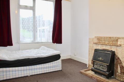 3 bedroom terraced house to rent - Ferndale Road, Luton LU1