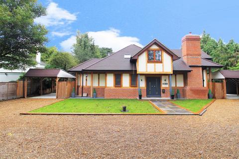 4 bedroom detached house for sale - Woodlands Close, Bickley