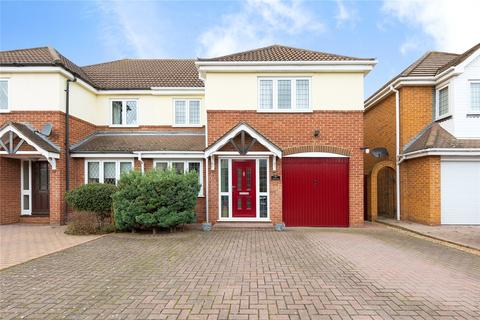 4 bedroom semi-detached house for sale - Spingate Close, Hornchurch, RM12