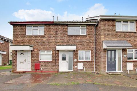 2 bedroom terraced house to rent - Royal Oak Drive, Wickford SS11