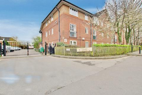 1 bedroom flat for sale - EXCELLENT FOR INVESTORS AND FIRST TIME BUYER. NEW LEASE.