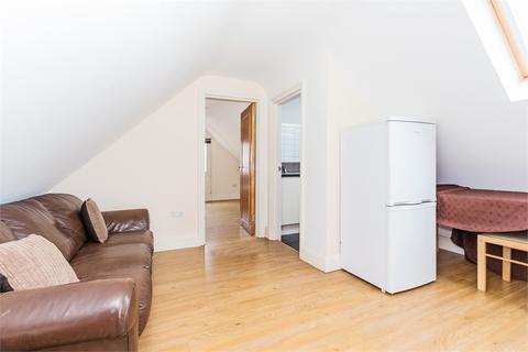 2 bedroom flat to rent - Bathurst Walk, Richings Park, Buckinghamshire