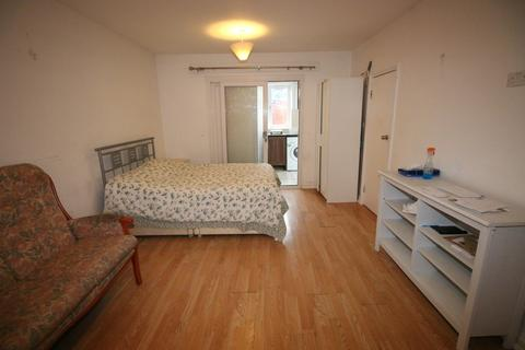 Studio to rent - Imperial Road, FELTHAM, Middlesex, TW14
