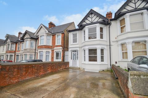 4 bedroom end of terrace house for sale - Hastings Road, Maidstone
