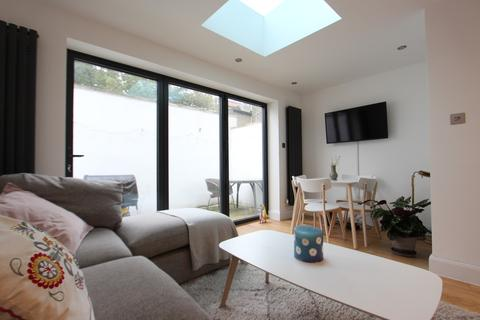 2 bedroom townhouse to rent - Beaconsfield Road, Seven Sisters, N15