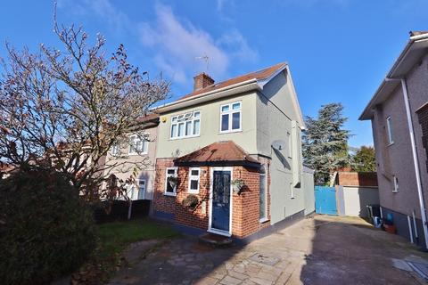 4 bedroom semi-detached house for sale - Ravenswood Close, Romford, RM5