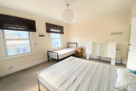 1 bedroom house share to rent - Averill Street , Hammersmith,