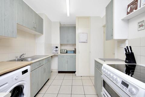 2 bedroom flat to rent - Edrich House, Binfield Road, London SW4