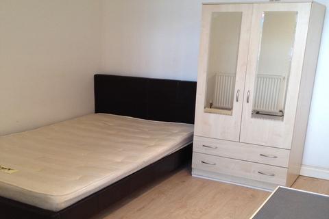 Studio to rent - Brighton Street