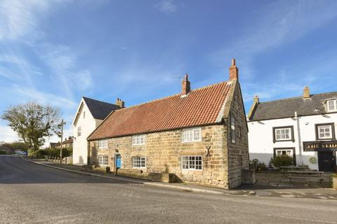 4 bedroom cottage for sale - High Street, Whitby