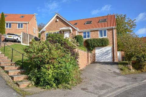 5 bedroom detached house for sale - Linden Close, Whitby