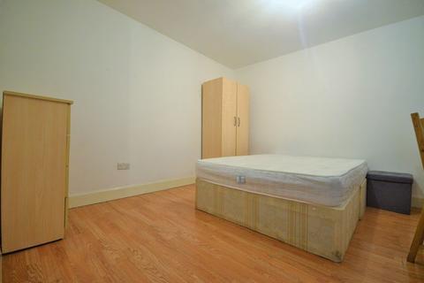 Studio to rent - High Road Leyton, Leyton, E10