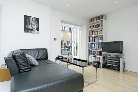 Studio to rent - Queens Gardens, London W2