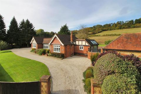 4 bedroom detached bungalow for sale - Clarks Lane, Westerham