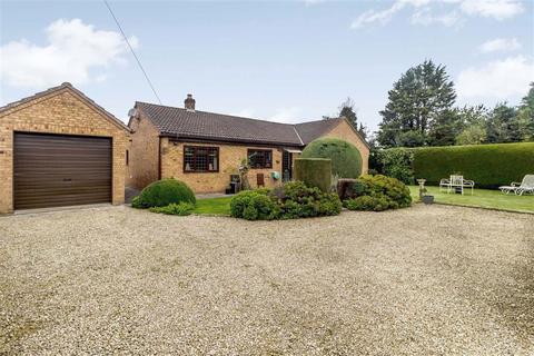 3 bedroom bungalow for sale - Loop Road, Chepstow, NP16