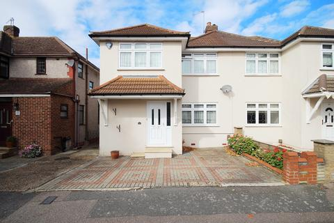 3 bedroom semi-detached house for sale - Fernbank Avenue, Hornchurch, RM12