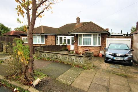2 bedroom bungalow for sale - Langford Road, Cockfosters, Barnet EN4