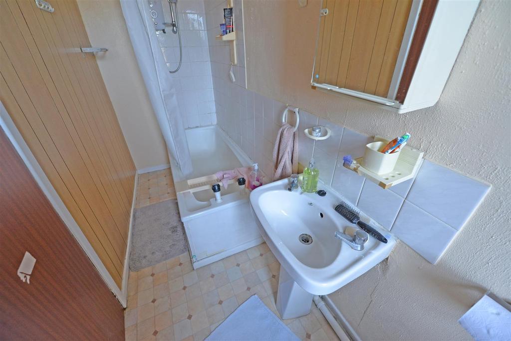 Attic bathroom/wc