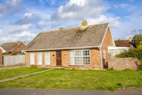 2 bedroom detached bungalow for sale - Lindfield Avenue, Seaford
