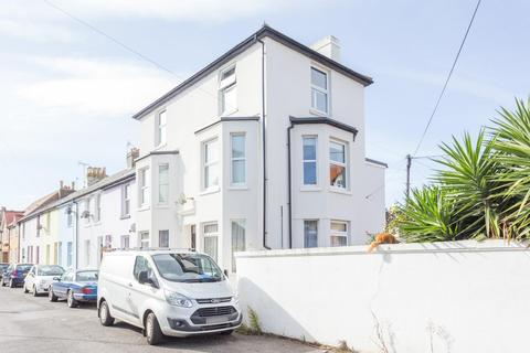 2 bedroom apartment for sale - Grove Road, Walmer, Deal