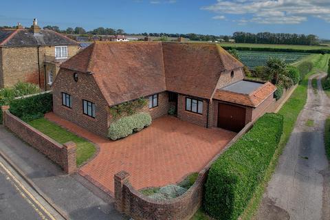 4 bedroom detached bungalow for sale - Dover Road, Sandwich