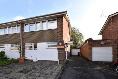 3 bedroom house to rent - Wilmots Close, Reigate