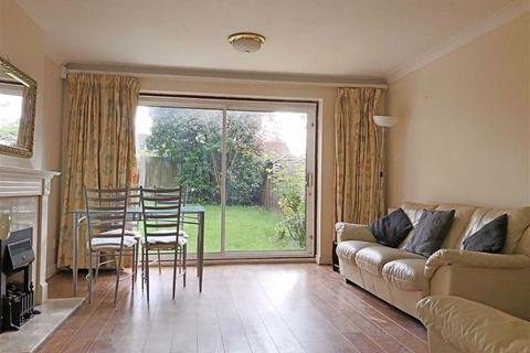 3 bedroom end of terrace house to rent - Robina Close, Northwood, Middlesex